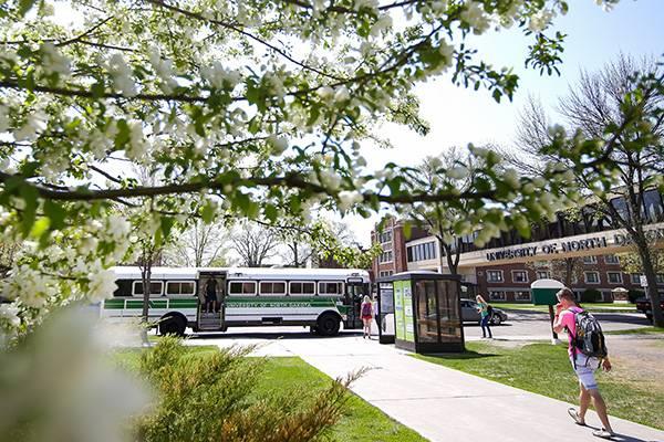 und campus bus shuttle