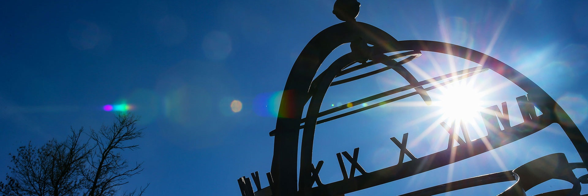 UND sundial with lens flare