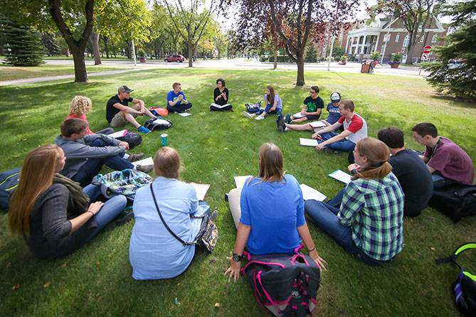 Outdoor honors class in a circle