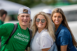 und students tailgating