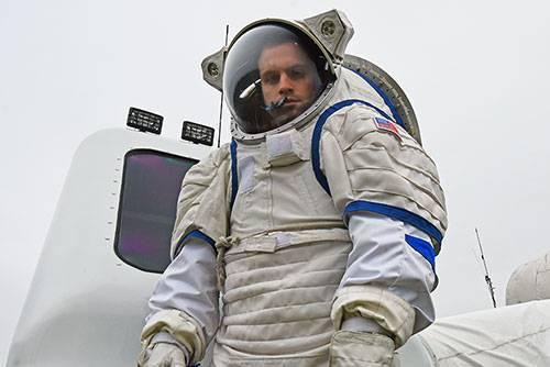 Stefan Tomovic in a UND Mars space suit.